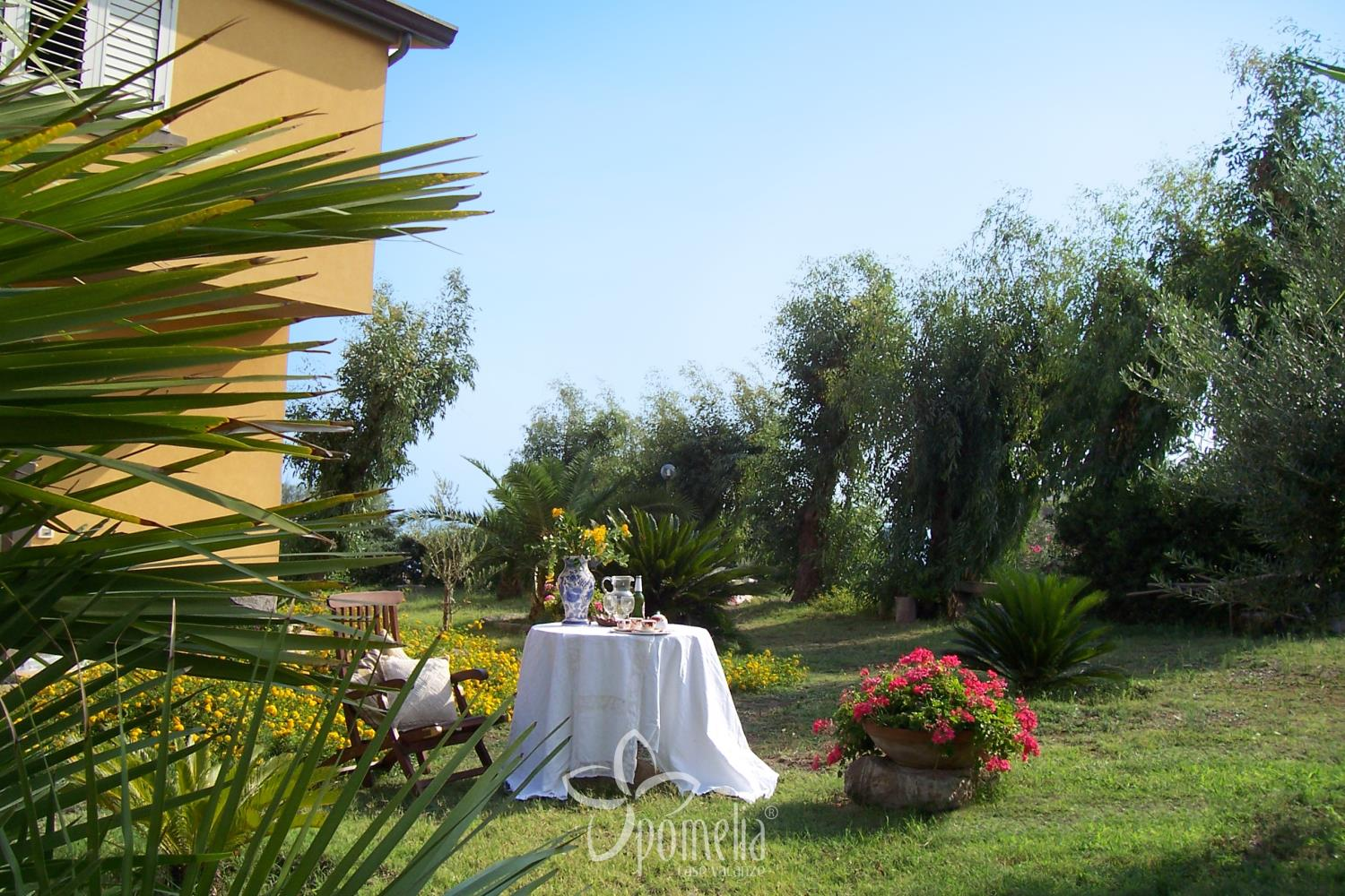 Marena, villa at 50 mt. from the beach in Gioisa Marea (Messina) - Garden